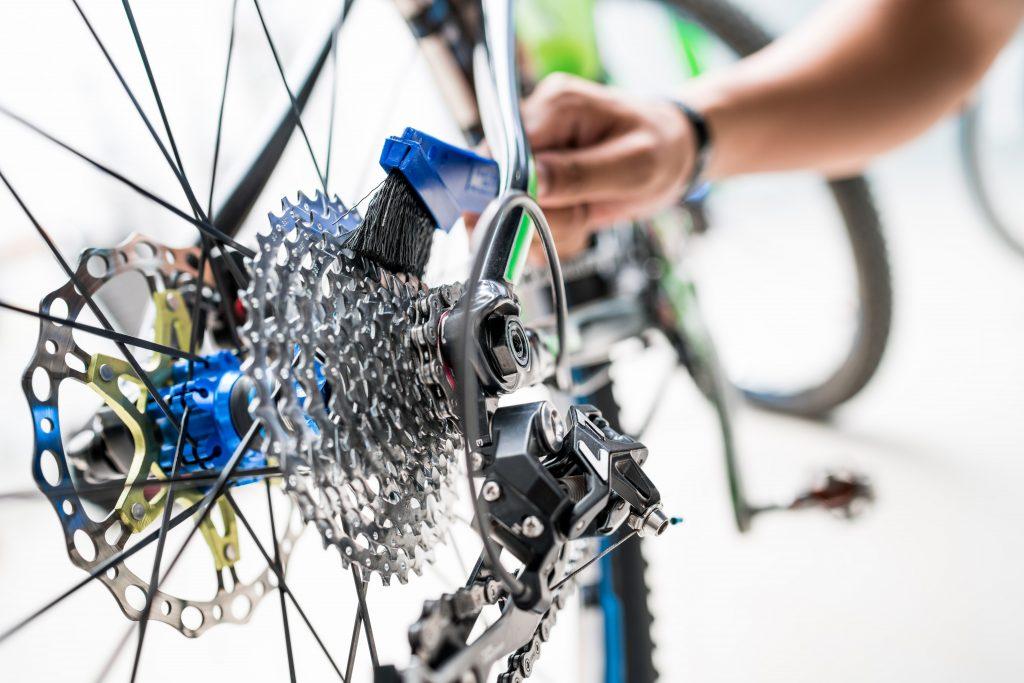 Limpieza y engrasado cadena y piñones de bicicleta.
